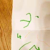 息子がはじめてかいた「3」と「4」